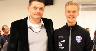Steffen Rasmussen (th) sammen med Odense formand Henrik Kryger. Foto @ OBK